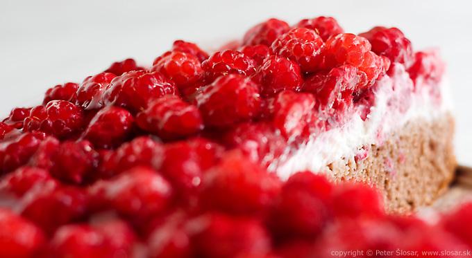 Svieža letná malinová torta